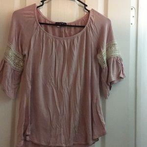 Quarter sleeve pink discreet shirt